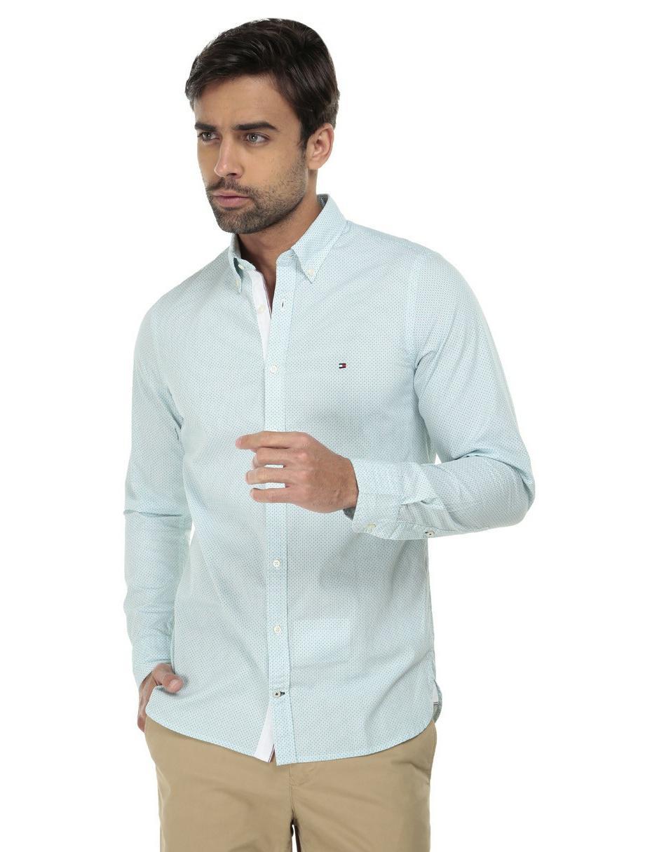 6e93088fcc09 Camisa casual Tommy Hilfiger corte slim fit azul cielo con diseño gráfico