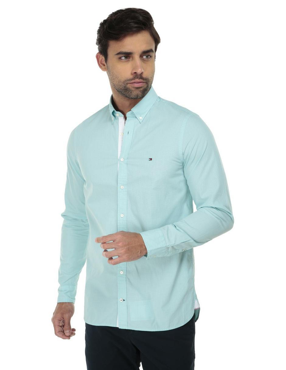 997b077f1871 Camisa casual Tommy Hilfiger corte slim fit azul cielo